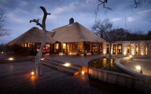 Chitwa Chitwa Game Lodge at dusk