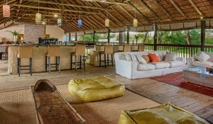Chisomo Safari Lodge bar/sitting area