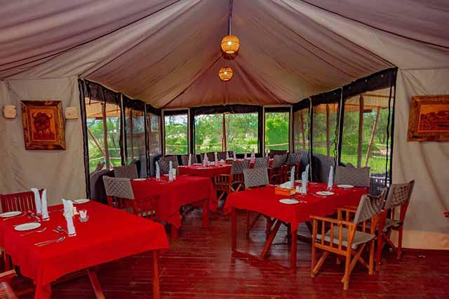Embalakai Authentic Camps restaurant