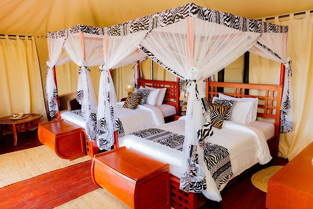 Embalakai Authentic Camps tent bedroom